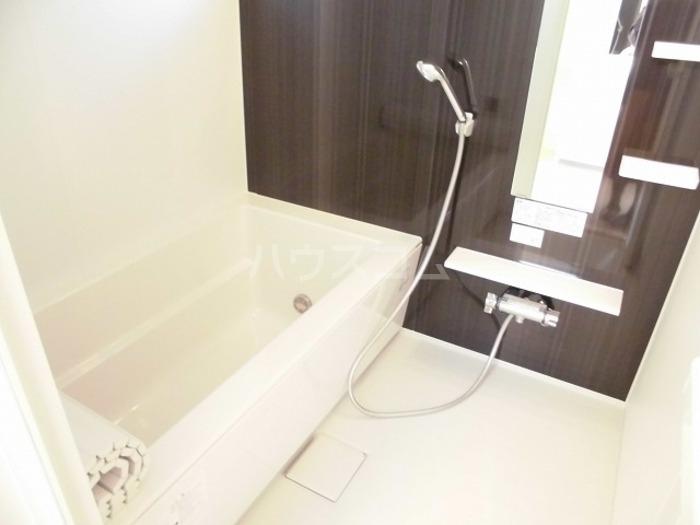 パークドオートム D 105号室の風呂
