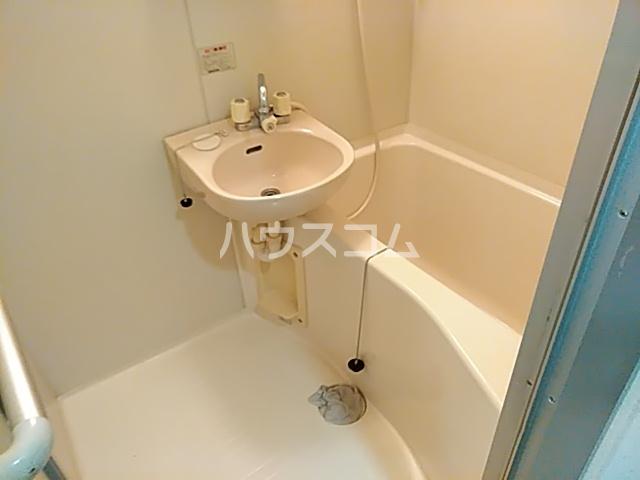 ピュアメゾン 2-E号室の風呂