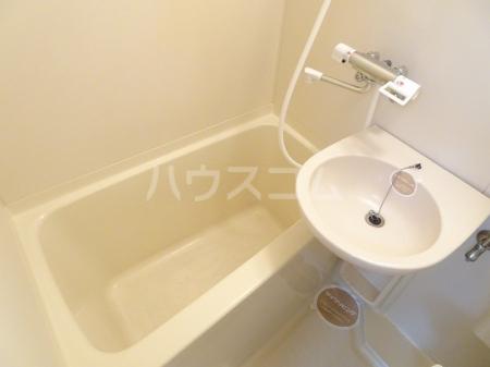 プレリ西大島 207号室の風呂