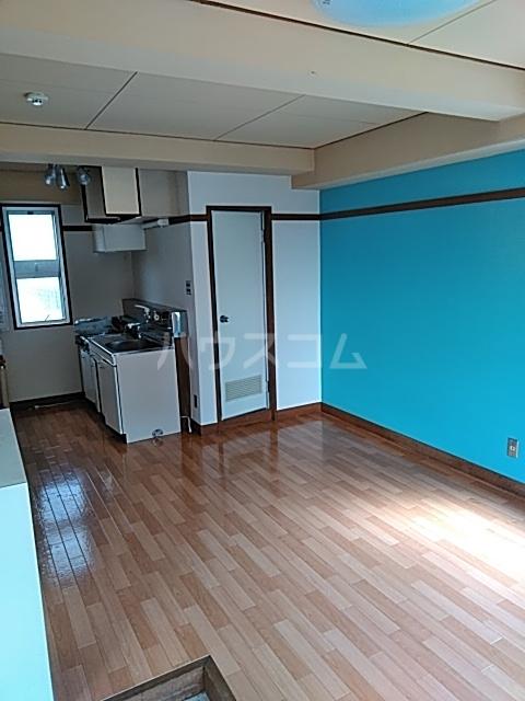 宮ビル 302号室のリビング