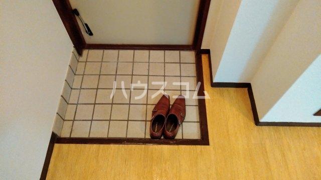 ニューライン中桜塚 305号室の玄関