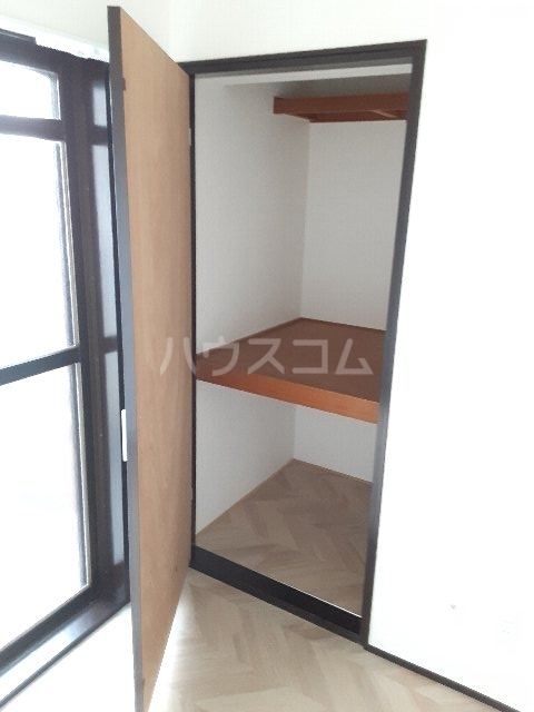 エバーグリーン嵐山 201号室の収納