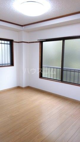 ハイツ若松 201号室の居室