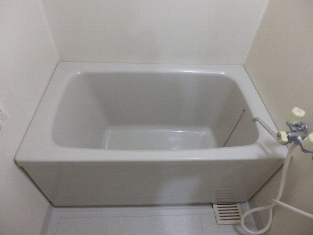 プロビデンス日比野 2D号室の風呂