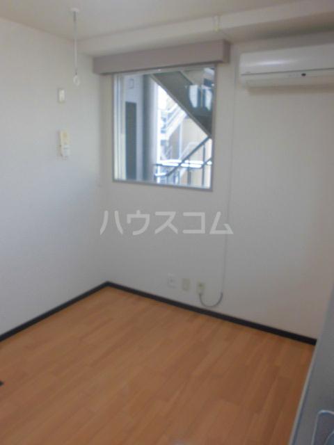 プチリヴェール昭和町 404号室の居室