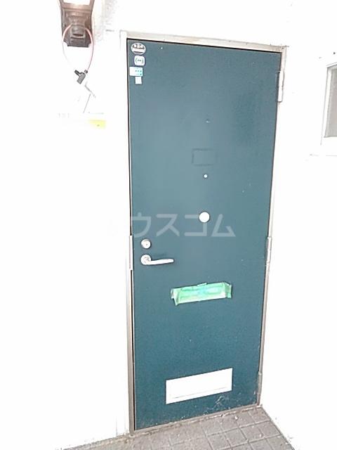 グレース 102号室の玄関