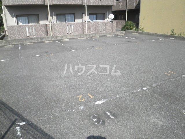 竹成マンション 2E号室の駐車場