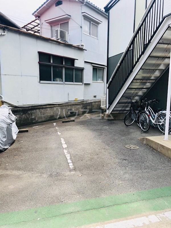 アーバンハイツ南福岡 202号室の駐車場