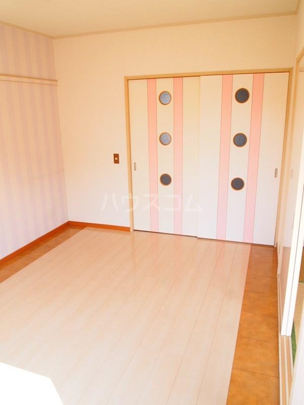 アーバンハイツ南福岡 202号室のリビング
