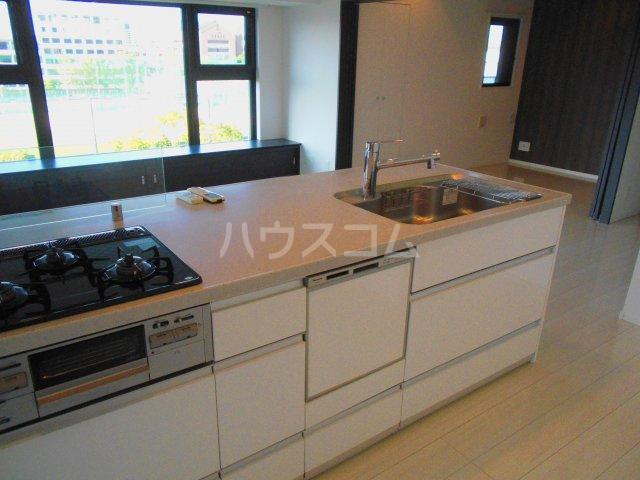 プレミスト西新CRONO 601号室のキッチン