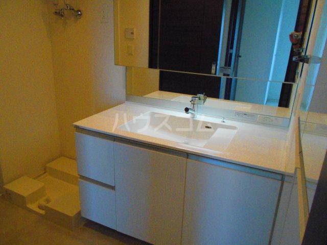 プレミスト西新CRONO 601号室の洗面所
