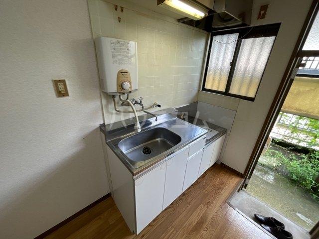 第二オリオンハイツ 1-B号室のキッチン