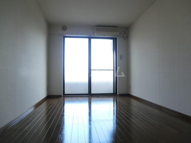 アーバンヒルズ 303号室のリビング
