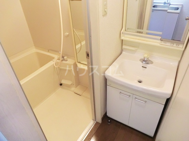 アーバンヒルズ 303号室の洗面所