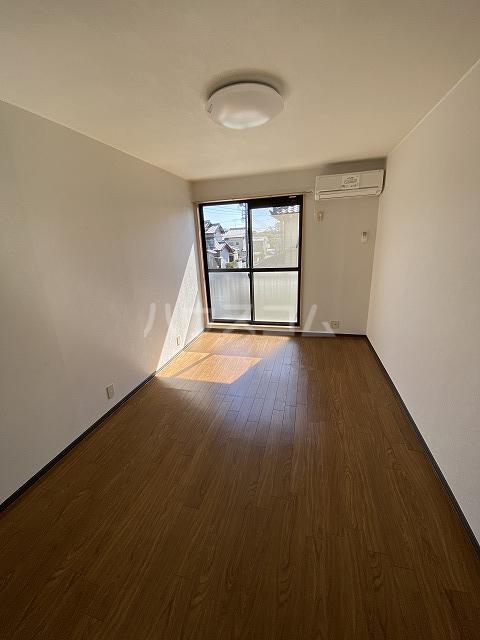 アネックス若松 106号室のリビング