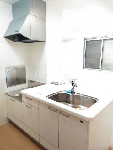 ベルサージュ A 201号室のキッチン