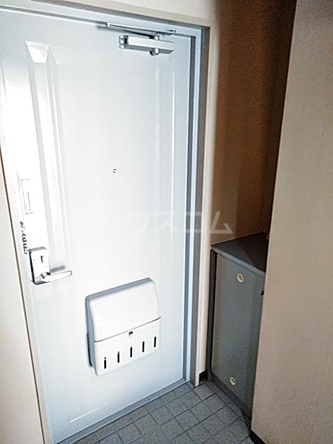 コナビック上西 4G号室の玄関