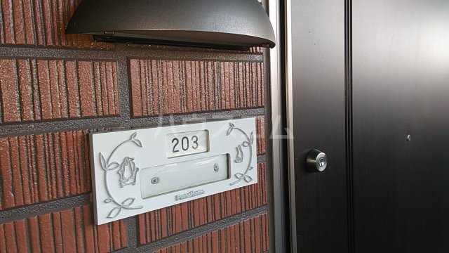 コンフォート熊谷 203号室の駐車場