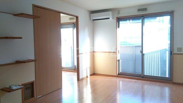 コンフォート熊谷 203号室のリビング