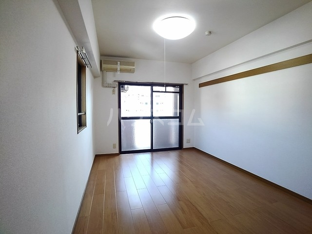 スヴニ-ルⅡ 04010号室の居室