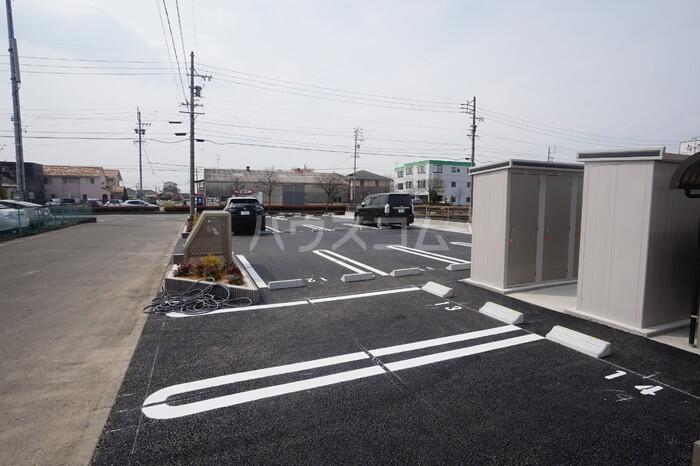 CERCATORE 206号室の駐車場