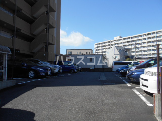 グリーンバレー唐木田 606号室の駐車場