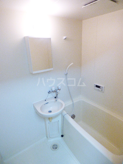 ドゥミル津田沼 206号室の風呂