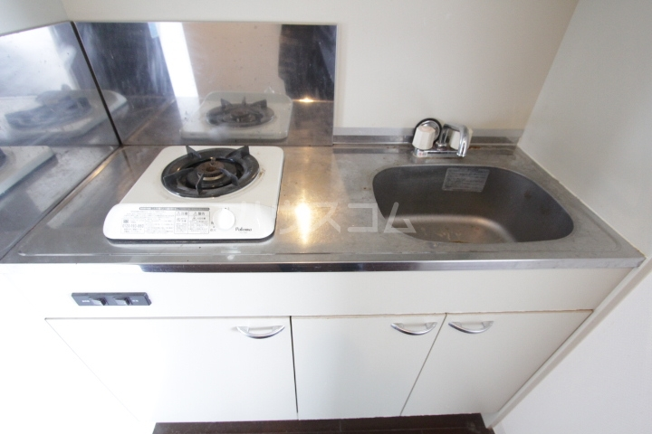 ヴァンクール豊田 804号室のキッチン