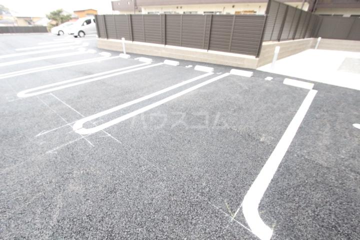 フェリーチェ 102号室の駐車場