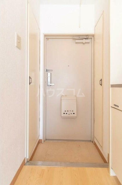 トップ横浜蒔田 301号室の玄関