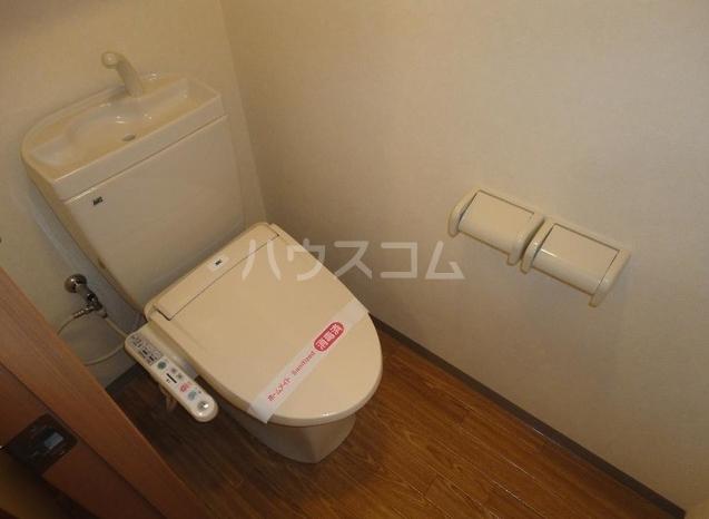 ラフィネス鶴見 208号室の洗面所