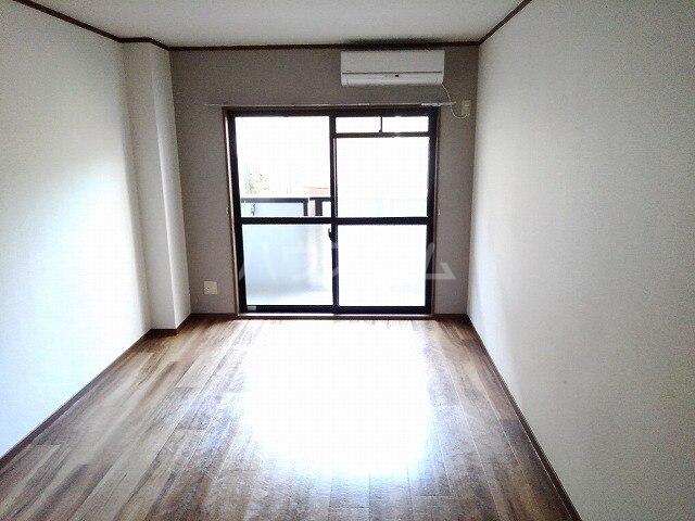ヴィクトワール 01020号室のリビング