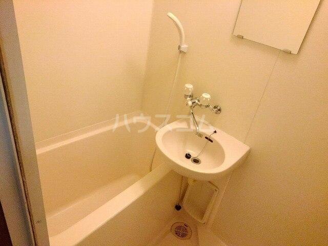 ヴィクトワール 01020号室の風呂