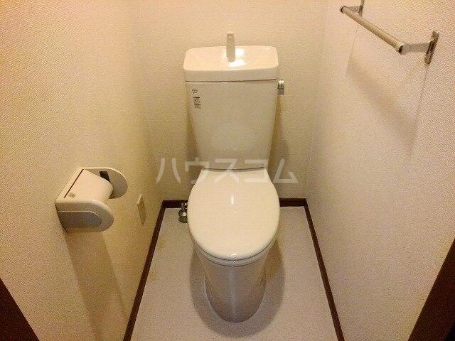 ヴィクトワール 01020号室のトイレ