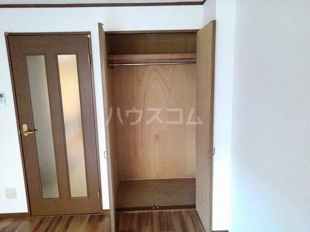 ヴィクトワール 01020号室の玄関