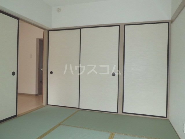 ラフィーネK 102号室の居室