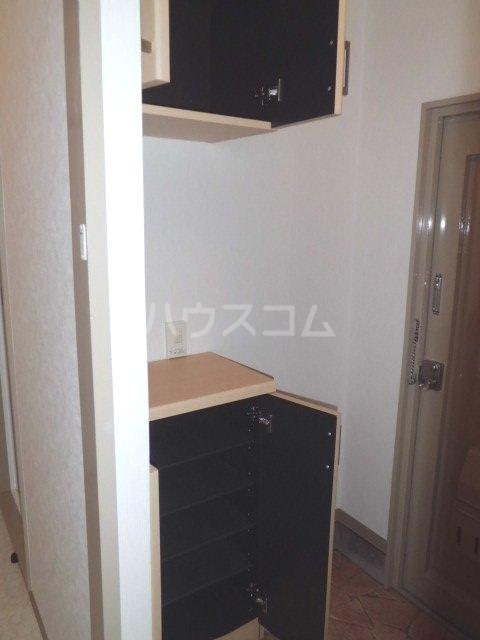 ラフィーネK 102号室の玄関