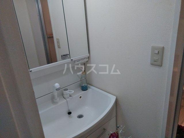 セラ若宮 201号室の洗面所