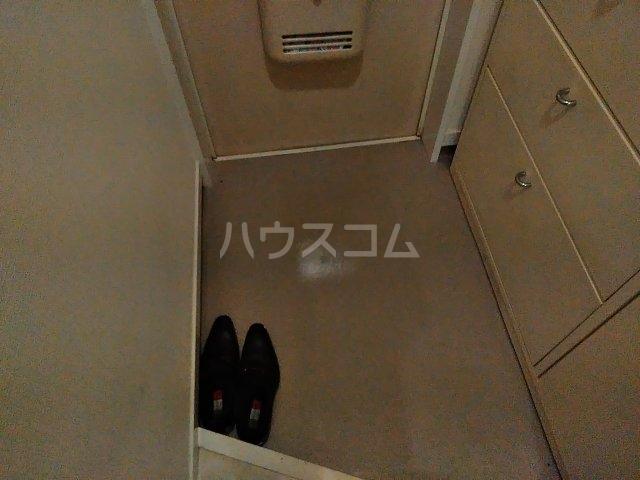 セラ若宮 201号室の玄関