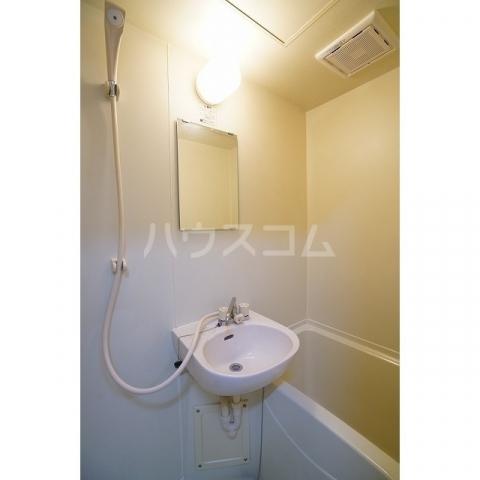 ラプラス坂下2 0107号室の洗面所