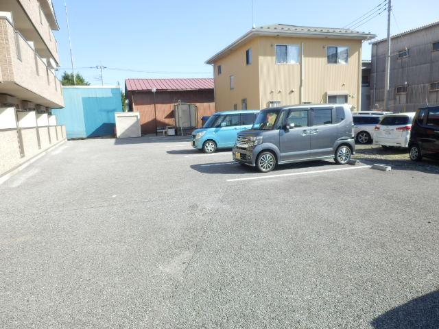 エターナル 303号室の駐車場