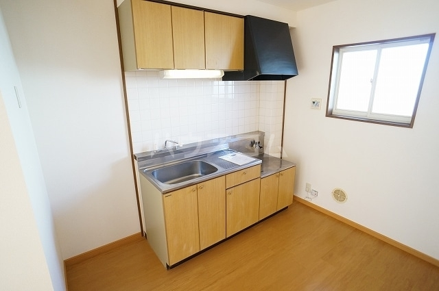 アーバンハイツA 01020号室のキッチン