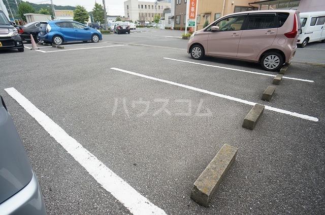 ロイヤルハイツ 02030号室の駐車場