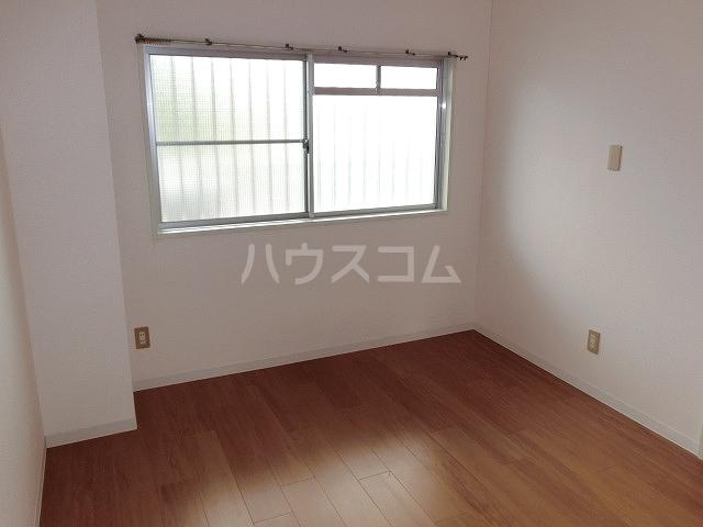 ロイヤルハイツ 02030号室の居室