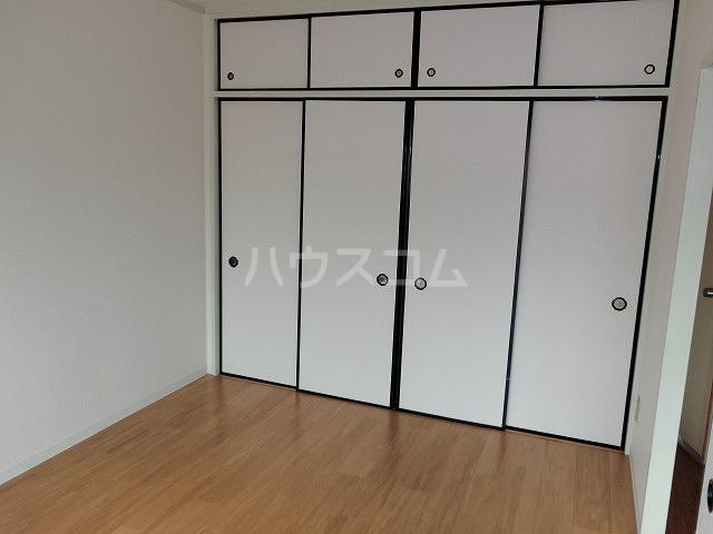 ロイヤルハイツ 02030号室の収納
