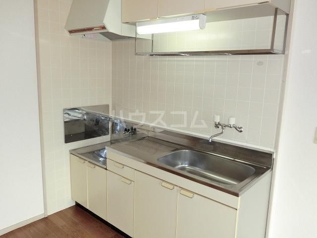 ロイヤルハイツ 02030号室のキッチン