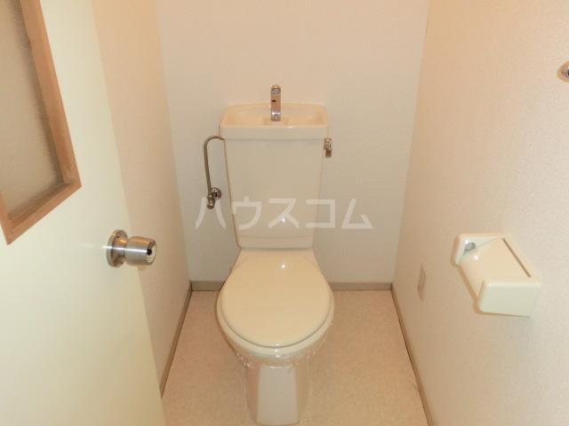 ロイヤルハイツ 02030号室のトイレ