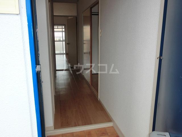 ロイヤルハイツ 02030号室の玄関