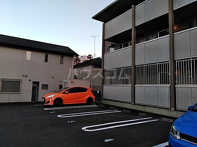 アルシオネ 305号室の駐車場