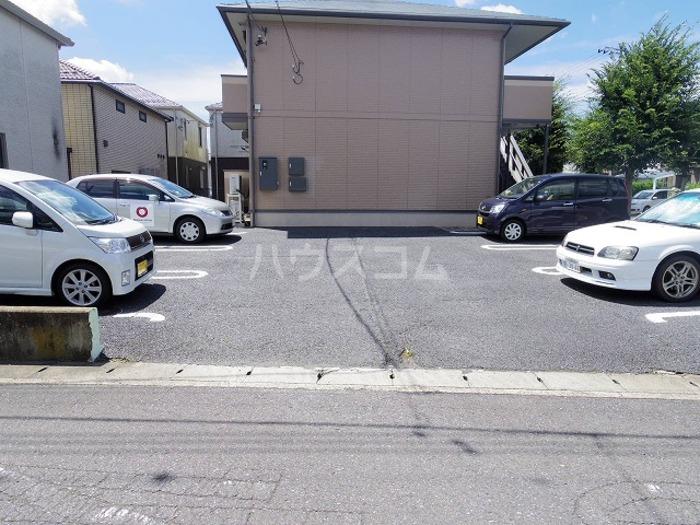 プレミール 201号室の駐車場